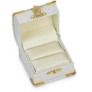 SINGLE Rinb Royal Oyster Ring Box. Price: $9.13