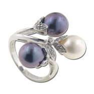 Multi-pearl With Diamond Ring
