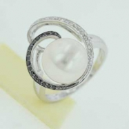Freshwater Pearl Diamond Ring