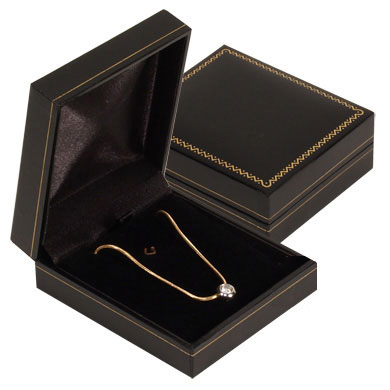 Leatherette Flat Pendant Goldtrimmed Box. Price: $7.50